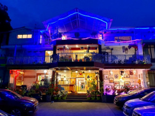 Hotel SunnSnow - Best hotel in Mussoorie near Mall road